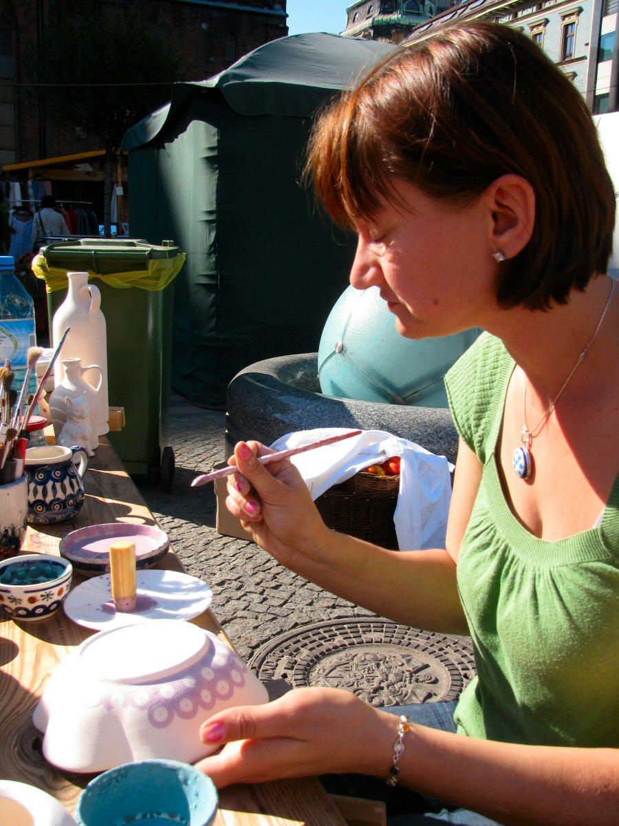 Stempelkowanie ceramiki na Ekojarmarku