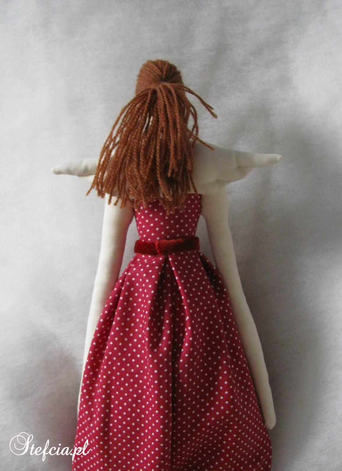 tilda aniolek sukienka w kropki czerwone tyl